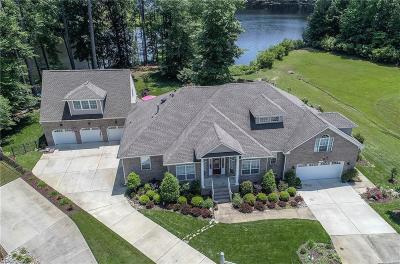 Suffolk Single Family Home For Sale: 125 Lake Front Dr