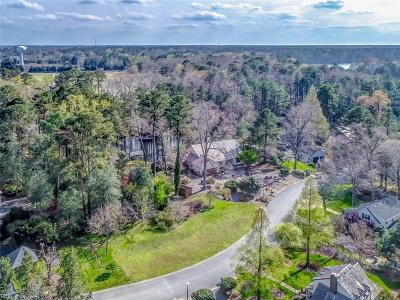 Suffolk Single Family Home For Sale: 112 Northgate Ln