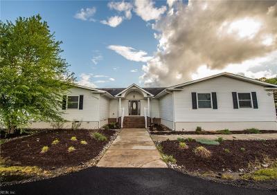 Suffolk Single Family Home For Sale: 2975 Desert Rd
