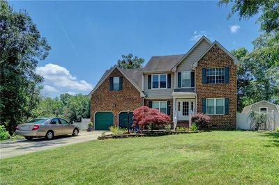 Suffolk Single Family Home For Sale: 202 Sterling Ct