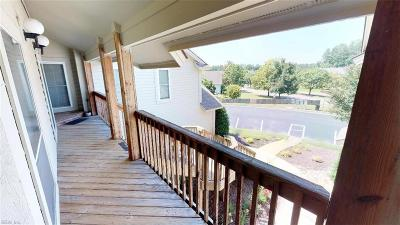 Chesapeake Single Family Home New Listing: 517 E Lake Cir