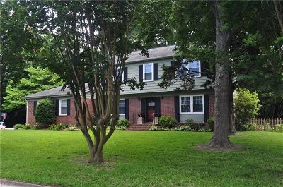 Virginia Beach Single Family Home New Listing: 752 Queen Elizabeth Dr