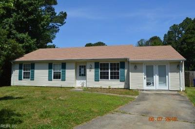 Portsmouth Single Family Home New Listing: 15 Old Church Cir