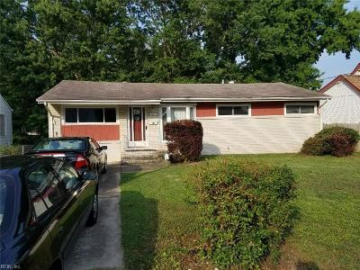 Hampton Single Family Home New Listing: 33 Pennwood Dr