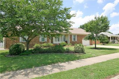 Chesapeake Single Family Home New Listing: 616 Willow Oak Dr