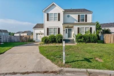 Suffolk Single Family Home For Sale: 128 Dana Dr