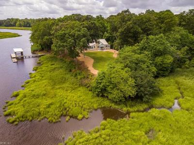 Suffolk Single Family Home For Sale: 215 Water Pointe Way