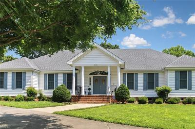 Norfolk Single Family Home For Sale: 2036 Foxs Lair Trl