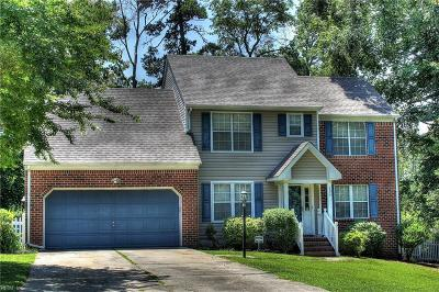 Suffolk Single Family Home For Sale: 204 Sterling Ct