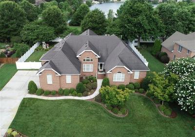 Chesapeake Single Family Home For Sale: 1328 Laurel Ridge Ln