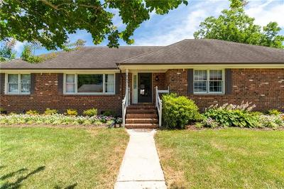 Chesapeake Single Family Home For Sale: 905 Priscilla Ln