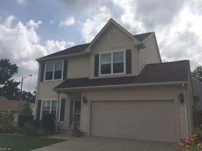 Chesapeake Single Family Home For Sale: 907 Lee Shore Ct
