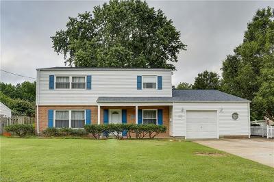 Hampton Single Family Home For Sale: 32 Banister Dr