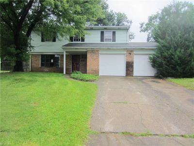 Chesapeake Single Family Home New Listing: 1121 Gauntlet Dr