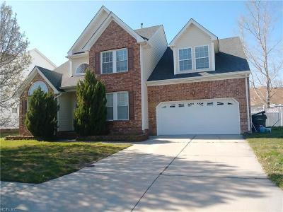 Suffolk Single Family Home For Sale: 102 Carriage House Dr