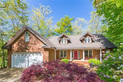 Newport News Single Family Home Under Contract: 122 Lake Pointe Dr