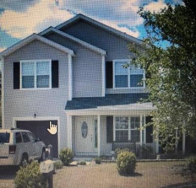 Suffolk Single Family Home For Sale: 124 Nottingham Blvd