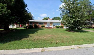 Suffolk Single Family Home For Sale: 832 Normandy Dr