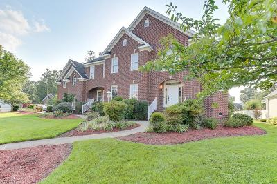 Chesapeake Single Family Home For Sale: 614 Stoneleigh Ct