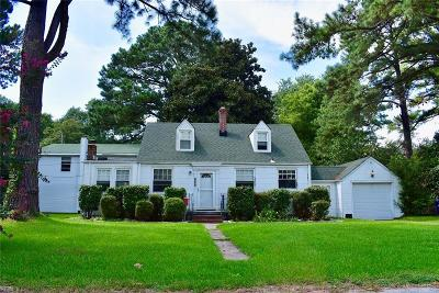 Portsmouth Single Family Home New Listing: 224 Elmhurst Ln