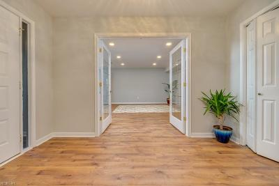 Hampton Single Family Home Under Contract: 6 Landmark Ct