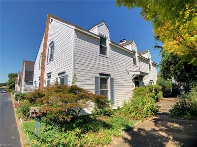 Hampton Single Family Home For Sale: 384 Eaton St