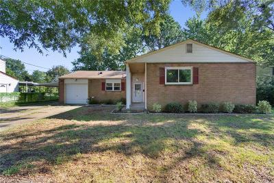 Hampton Single Family Home For Sale: 50 Banister Dr