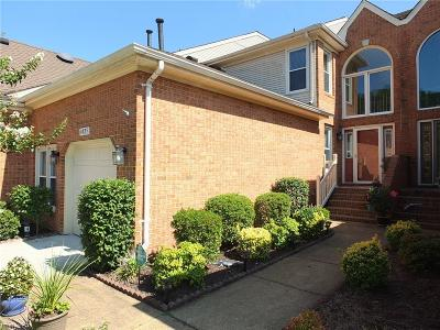 Virginia Beach Single Family Home For Sale: 4835 Kempsville Greens Pw