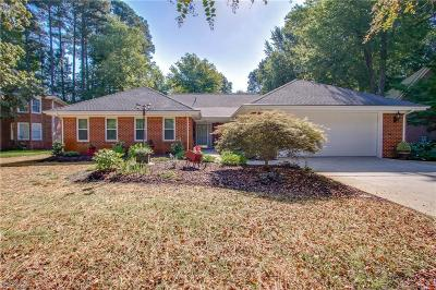 Chesapeake Single Family Home For Sale: 709 Elm Forest Ct