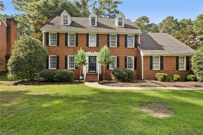 Suffolk Single Family Home New Listing: 107 Pitchkettle Point Dr