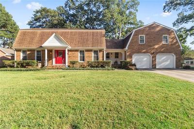 Virginia Beach Single Family Home For Sale: 520 Gleneagle Dr