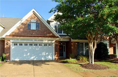 Chesapeake Single Family Home For Sale: 1561 Scoonie Pointe Dr