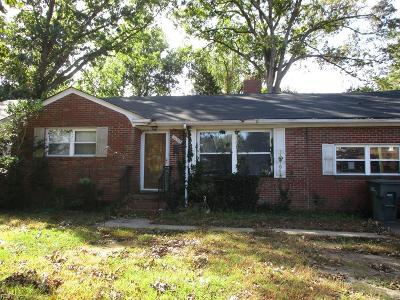 Norfolk Single Family Home Under Contract: 2009 Inlet Point Rd