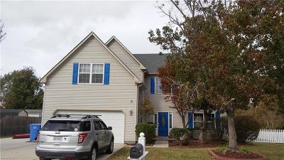 Chesapeake Single Family Home For Sale: 812 Shadowberry Crst