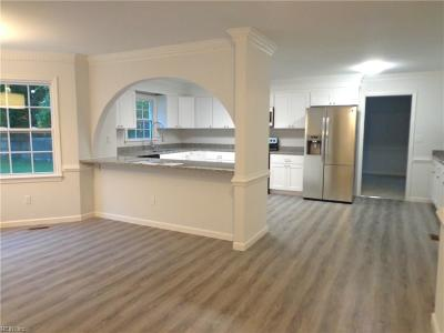 Chesapeake Single Family Home For Sale: 525 Warrick Rd
