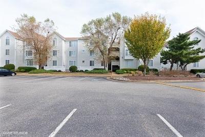 Hampton Single Family Home For Sale: 230 Dockside Dr #C