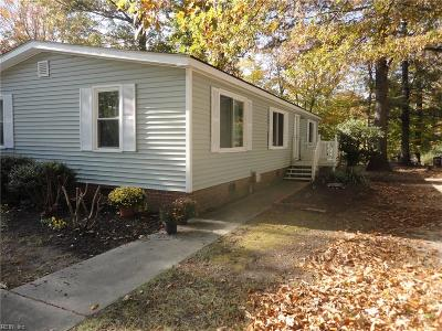 Suffolk Single Family Home New Listing: 265 Burnetts Way