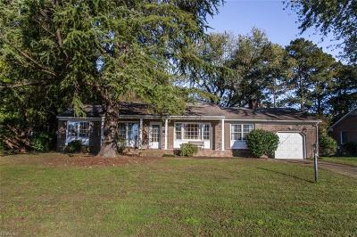 Newport News Single Family Home New Listing: 520 Spinnaker Rd
