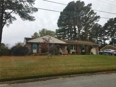 Suffolk Single Family Home New Listing: 2817 Holiday Point Dr