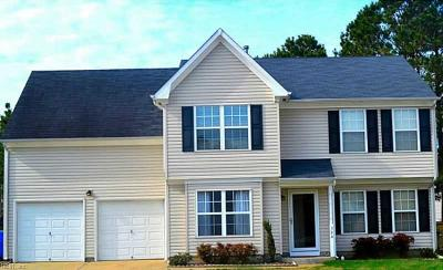 Suffolk Single Family Home New Listing: 304 Cottage Ct
