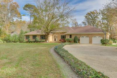Suffolk Single Family Home For Sale: 819 General Pickett Dr