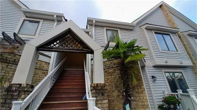 Chesapeake Single Family Home For Sale: 118 Harbor Watch Dr