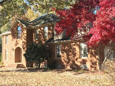 Chesapeake Single Family Home For Sale: 1014 Fairway Dr
