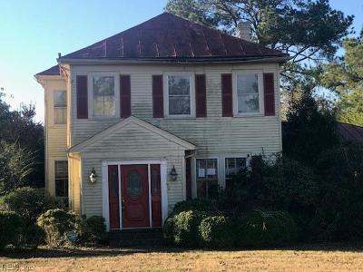 Suffolk Single Family Home Under Contract: 1233 Pitchkettle Rd