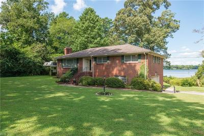 Suffolk Single Family Home For Sale: 1633 Holly Point Ln