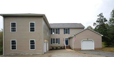 Suffolk Single Family Home For Sale: 2011 Meadow Country Rd