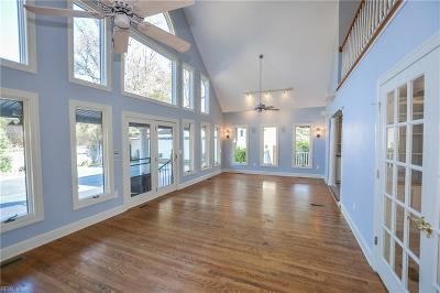 Suffolk Single Family Home For Sale: 331 Sussex Ct