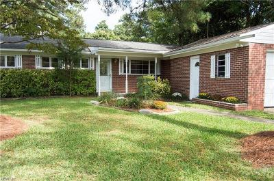 Chesapeake Single Family Home For Sale: 106 Rollingswood Rd