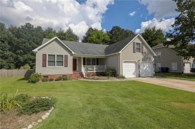 Chesapeake Single Family Home For Sale: 625 Aguila Dr