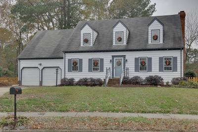 Virginia Beach Single Family Home For Sale: 884 Le Cove Dr